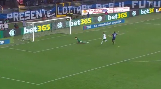 A picture of sassuolo calcio's first goal against Atalanta in Serie A