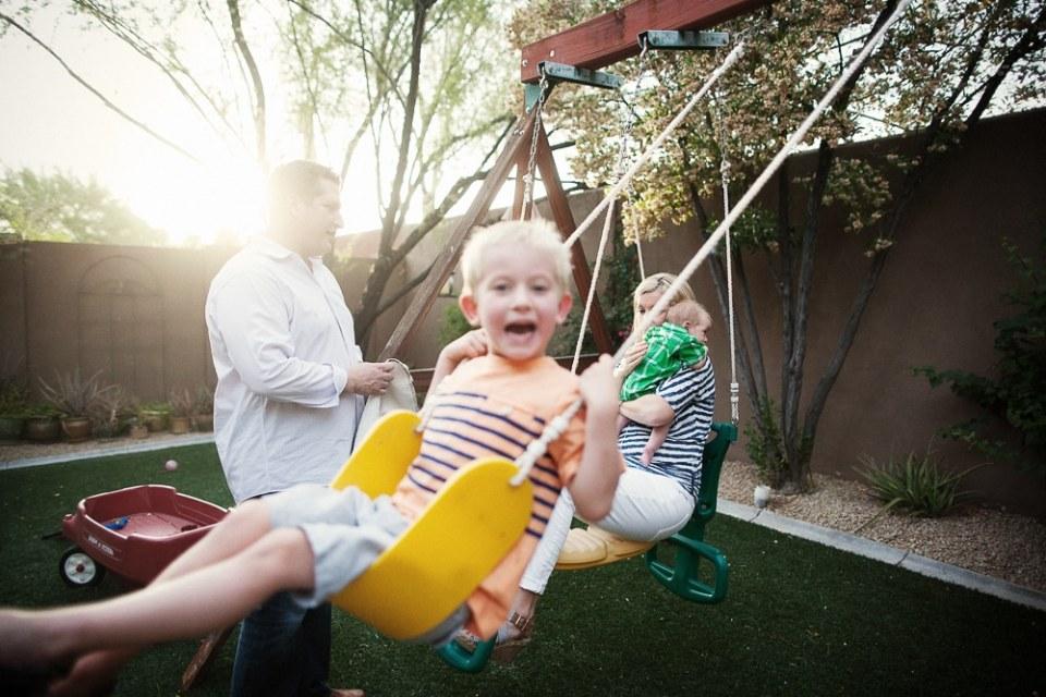 phoenix family photographers melissa and keith backyard newborn family portraits