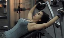 Maria Vania Video cara mengecilkan perut dan paha melalui senam