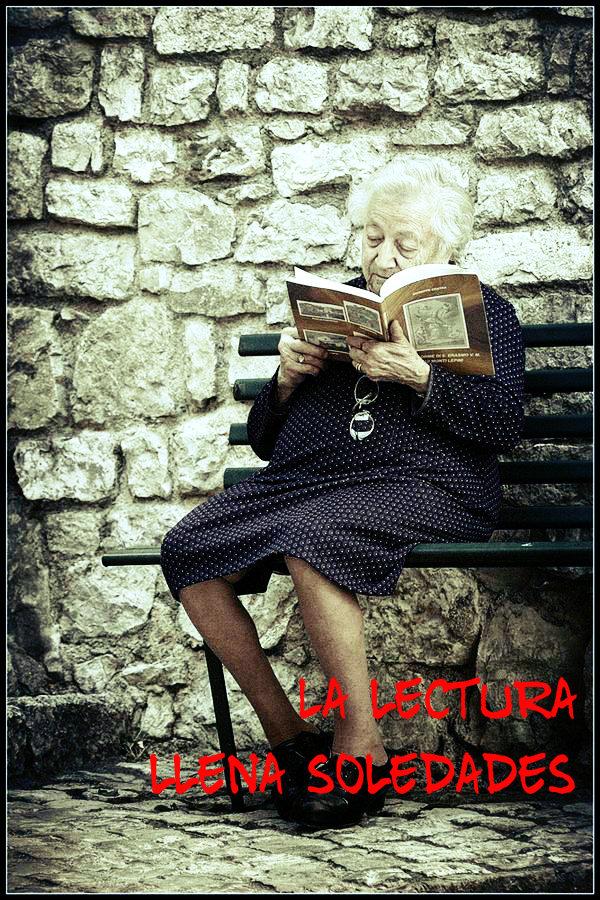 Anciana leyendo