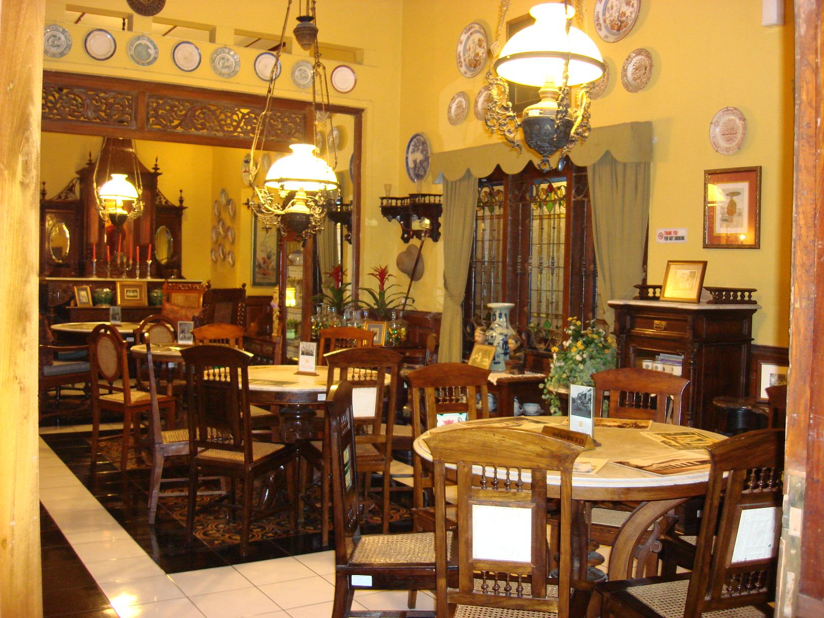 10 Restoran Indonesia Yang TEMPOE DOELOE Banget