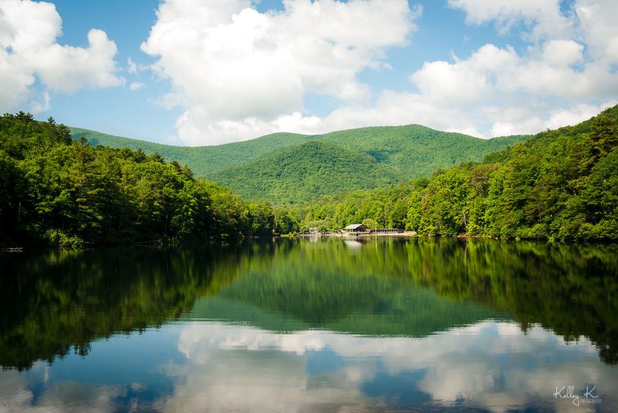 Landscape photo of lake and mountains at Vogel State Park with reflection in the water