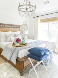 8 Guest Bedroom Essentials and Luxuries Your Company Will ...