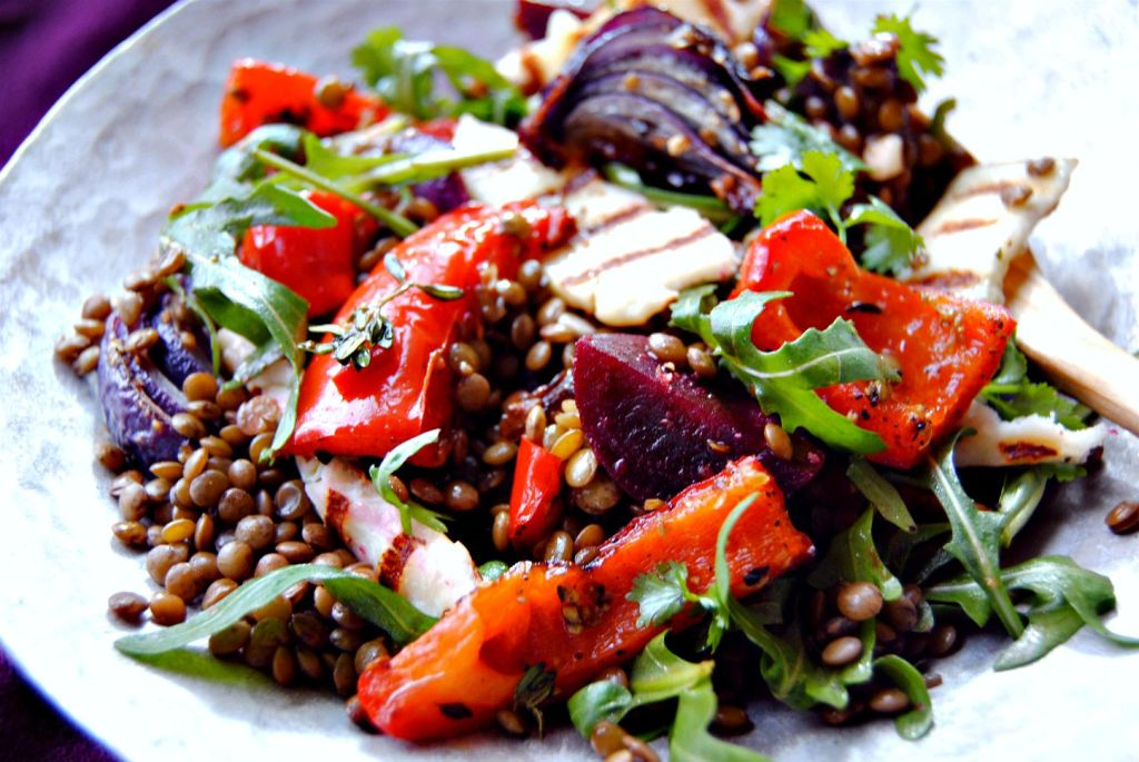 Warm Beetroot, Halloumi, Lentil & Pepper Salad // food to glow
