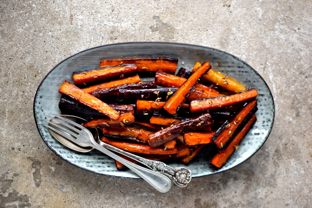An easy and oh-so delicious side dish for Thanksgiving, Christmas or any winter meal. Vegan and very family-friendly.