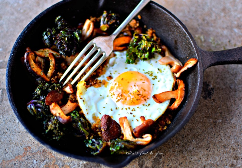 How to eat flower sprouts / kalette for breakfast! This wonderful cross between kale and Brussels sprouts make wonderful snacks dipped in hummus, but add them to a savoury breakfast for a really interesting and nutritious start to the day.
