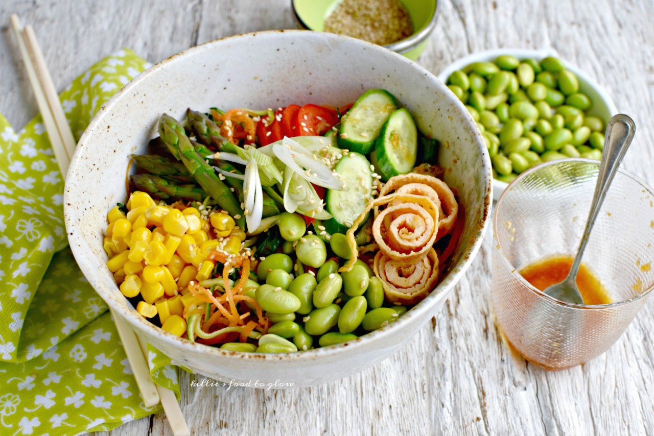 On hot days cool noodle dishes are just the thing to satisfy a yearning for something nutritious, colorful and easy. This low-carb ramen noodle-style salad ticks all of the taste boxes: spiralized vegetables, thinly sliced omelette, colorful crunchy add-ins and zesty Japanese dressing. Perfect for lunches in the garden, picnics in a cool forest or workday lunchboxes too.