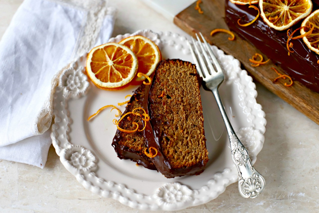 Heady with a homemade lebkuchen spice mix, this one-bowl, marmalade-spiked and chocolate-covered cake is great with a cup of tea or coffee. It's more than a gingerbread! by kelliesfoodtoglow.com