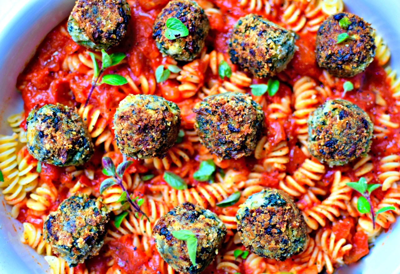 "spinach and artichoke ""meatballs"" with homemade marinara sauce #vegetarian #pasta #meatballs #hiddenveg"