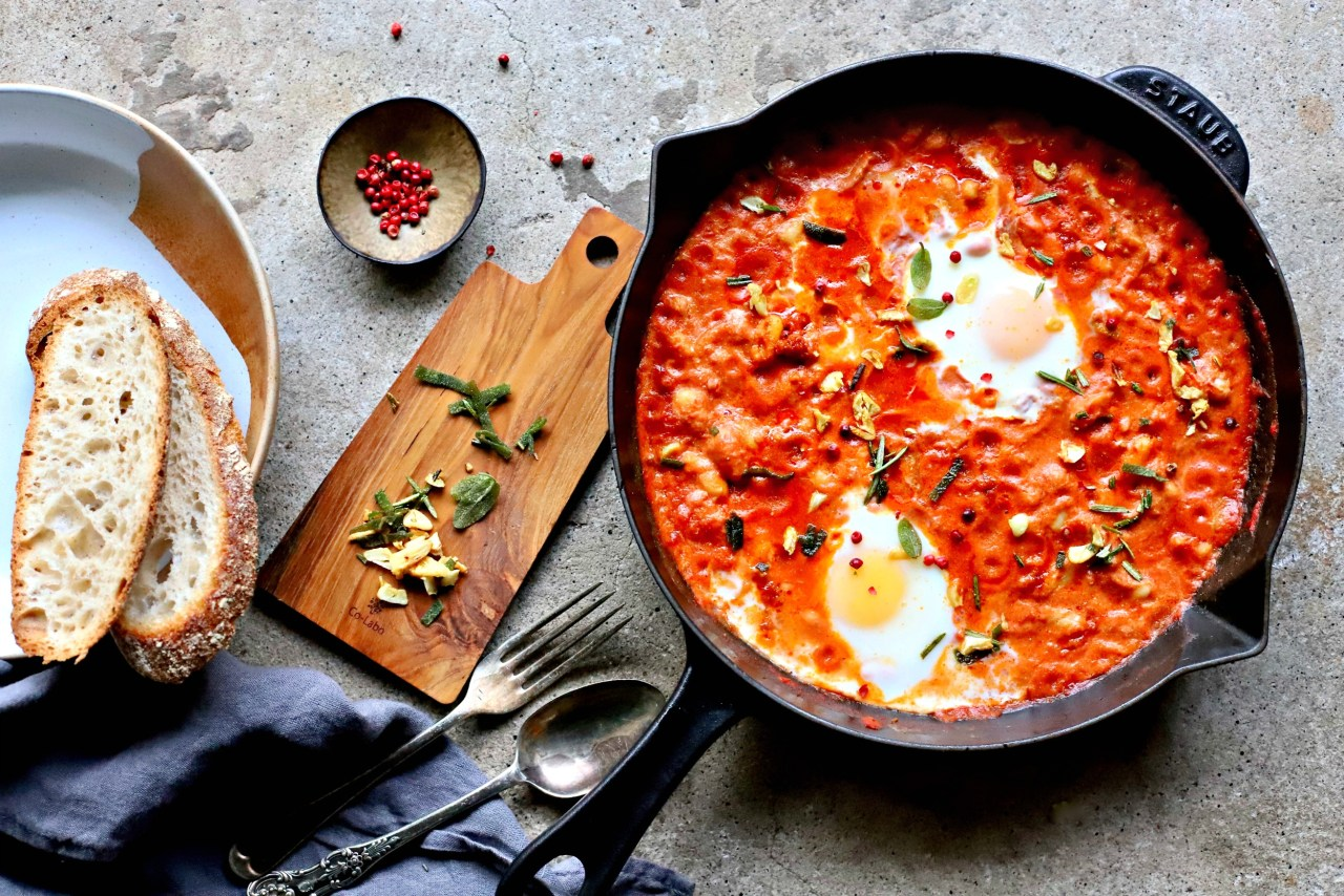 Creamy and smoky-spicy #beans simmered with sliced fennel and topped with #eggs for a nourishing #breakfast, #brunch or light supper for two. Easily #vegan. #onepot #dinner #easyrecipe #healthyfood #vegetarian