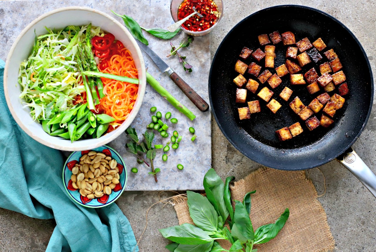 Crunchy cabbage and carrot #salad bathed in a tangy #Vietnamese-style dressing and topped with pan-fried, 10-minute marinated #tofu. A #quickandeasy and naturally #vegan #healthyrecipe.
