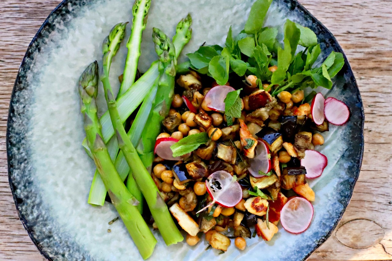 a greener halloumi chickpea salad