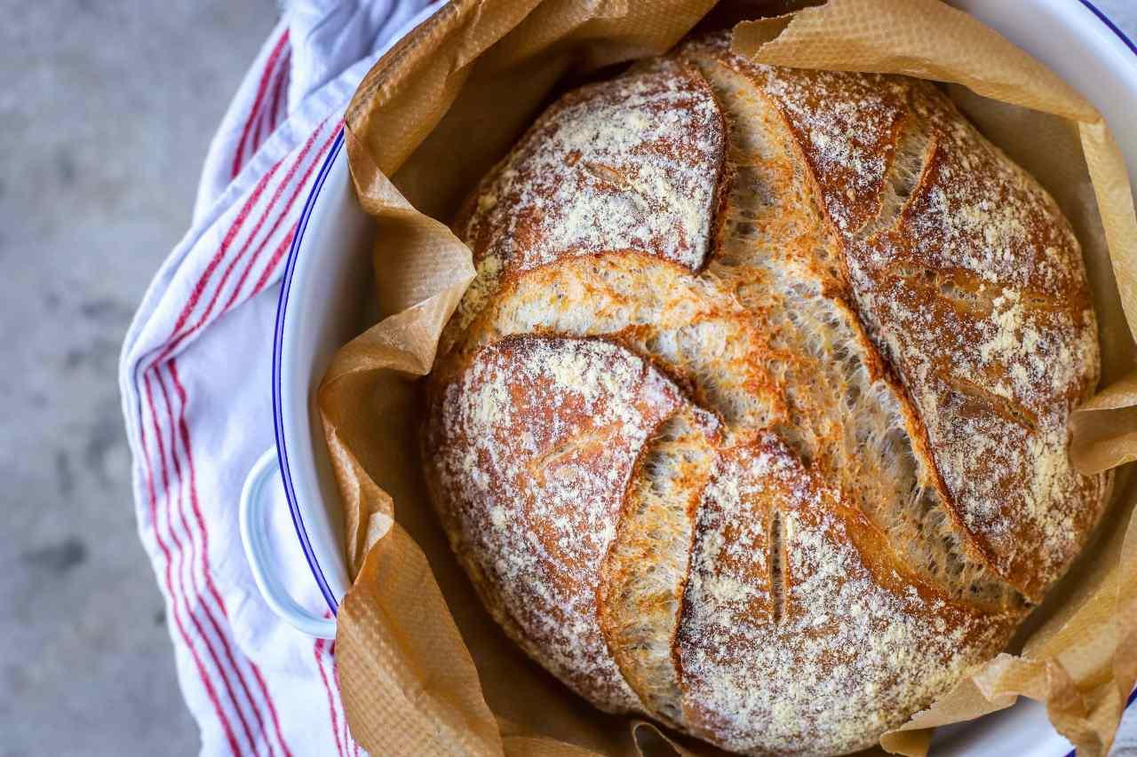 sourdough bread by kelliesfoodtoglow.com