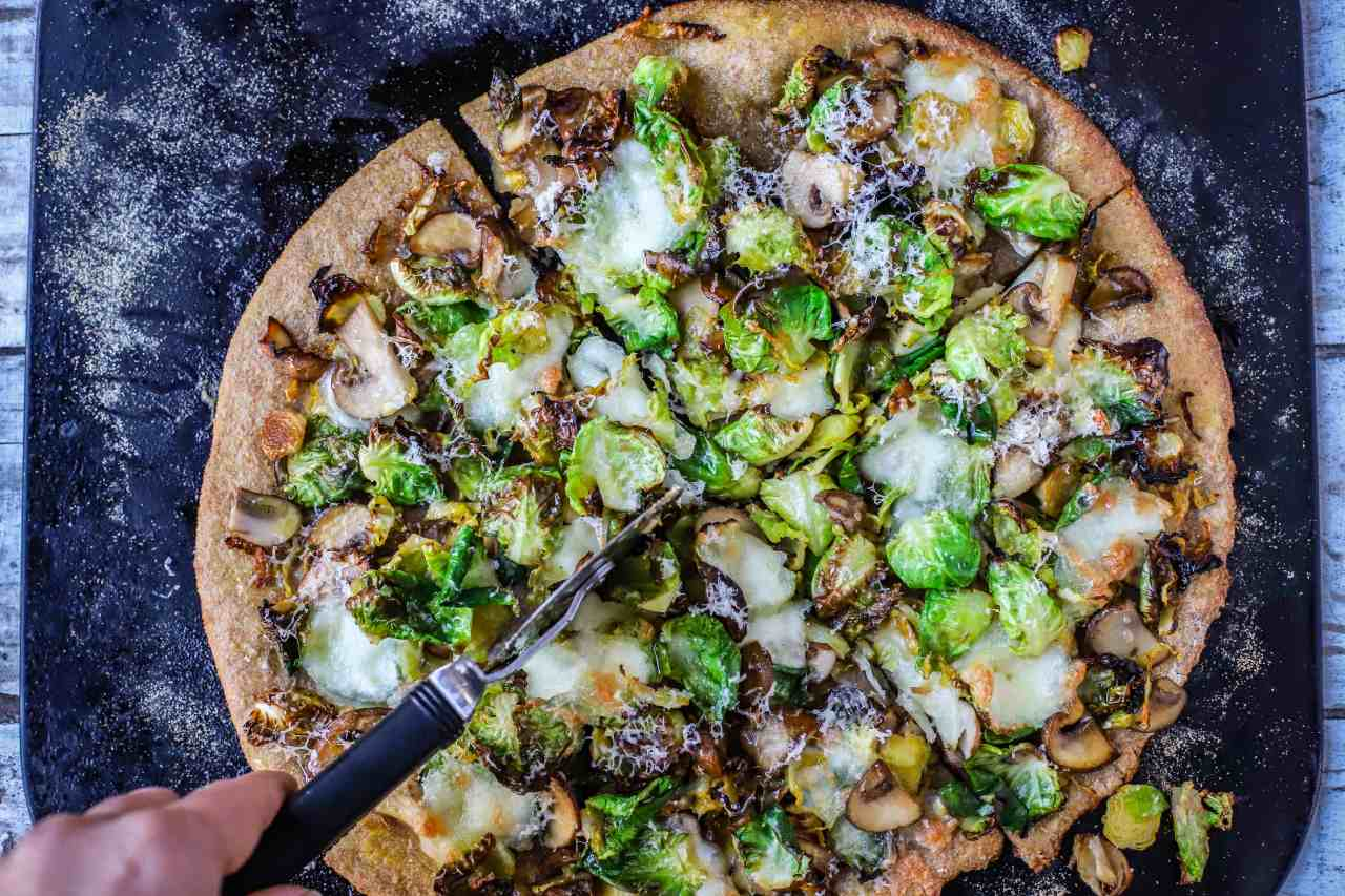 Smoky Brussels sprouts and mushrooms wholemeal #pizza with an instant garlic-herb sauce to drizzle or dip. Delicious with or without cheese. #vegetarian #brusselssprouts