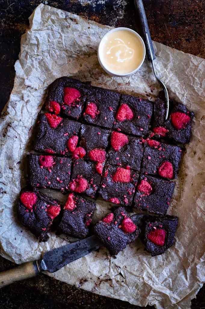 low-carb brownies with raspberries