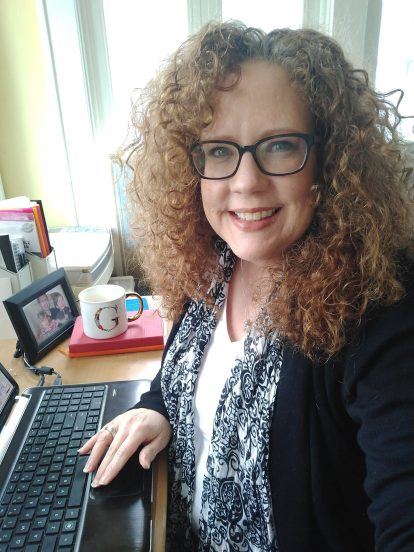 Kelli Goldin, Pinterest Marketer, Pinterest Virtual Assistant + More, in her office