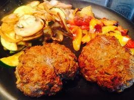 Kell's Awesome Burgers. Recipe here: https://kellsslimmingworldadventure.wordpress.com/2015/06/24/ready-made-review-the-big-syn-free-burger-test/