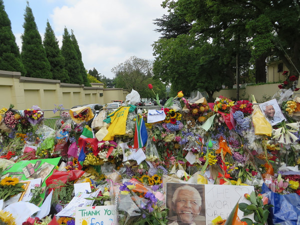 Tributes to Mandela, his house is to the right