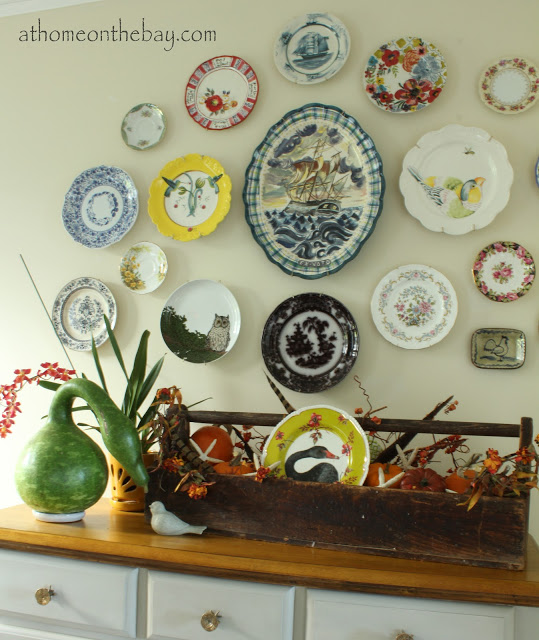 20+ Off the Wall Plate Walls Eclectically Vintage