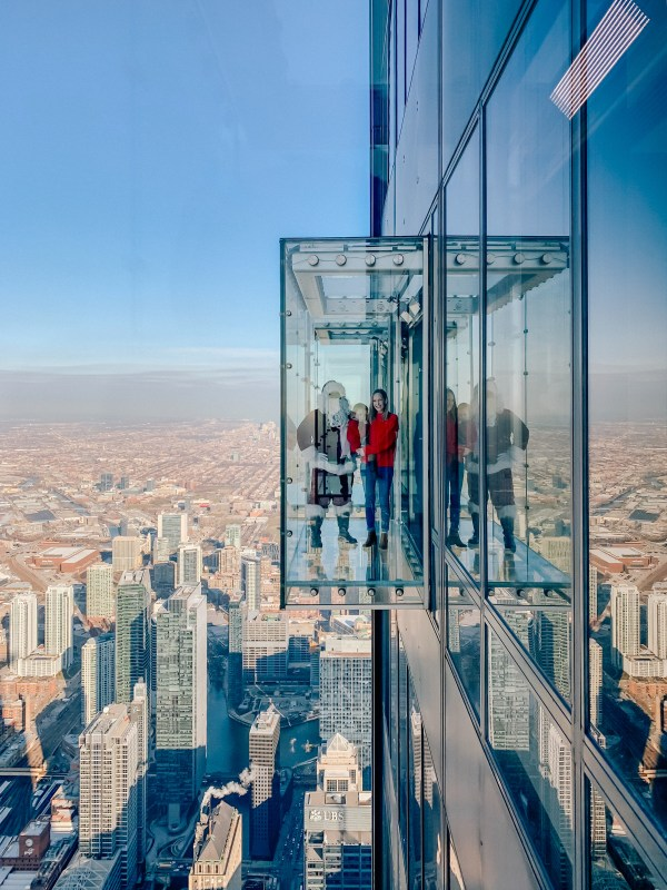 Meeting Santa Willis Tower Skydeck - Kelly In City