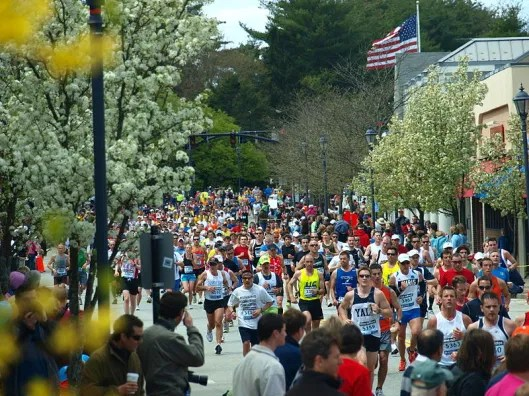 Boston_Marathon_2010_in_Wellesley