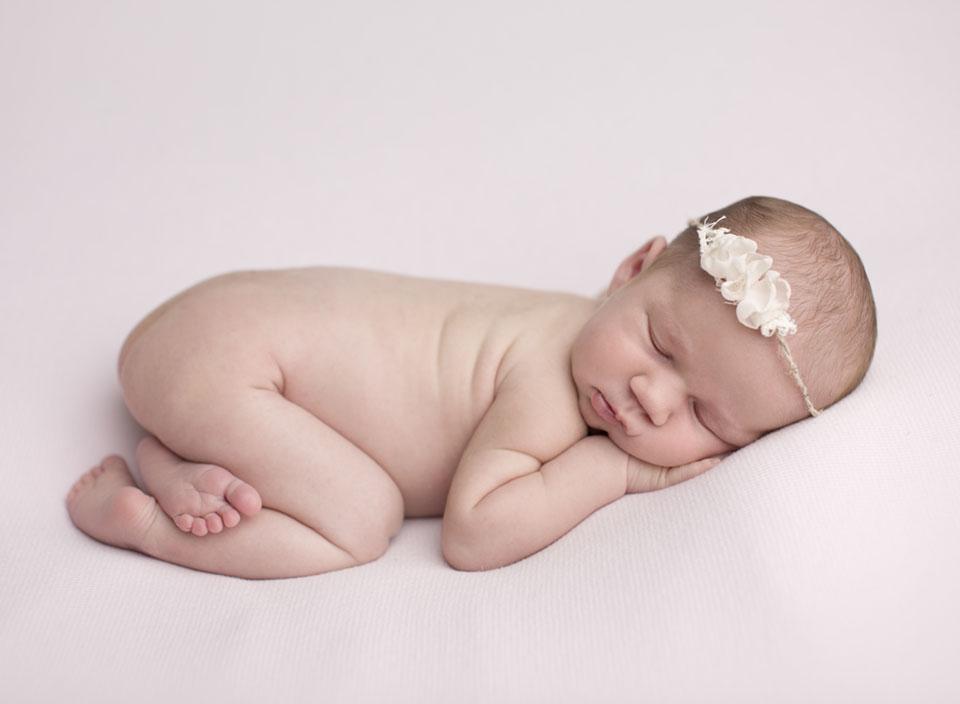newborn picture of baby girl Keswick Ontario