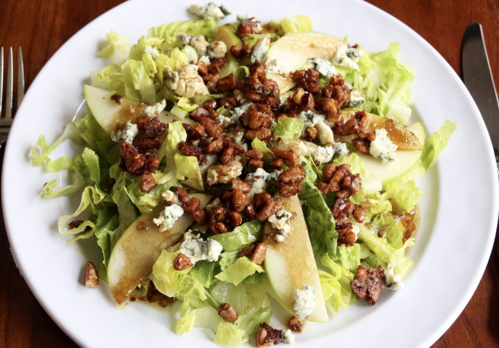 Salad with Blue Cheese, Apples and Spicy Pecans
