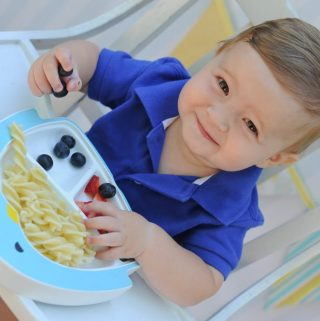 NO MORE FLYING PLATES & MESSES AT MEALTIME!