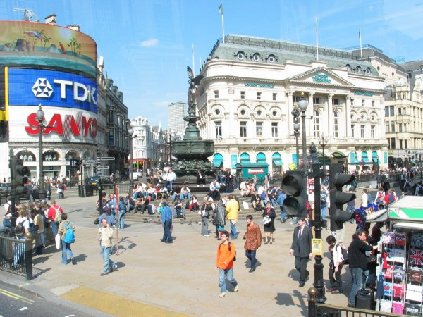 Piccadilly-circus-2004