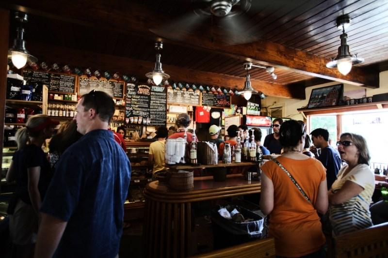 restaurant-people-alcohol-bar-large