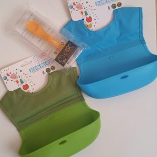 Roll Up Bibs with Pocket for Babies and Toddlers #rollupbib