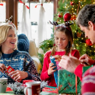 "Hallmark Channel's ""Christmas Connection"" Premiering this Sunday, Dec 17th at 8pm/7c! #ChristmasConnection"