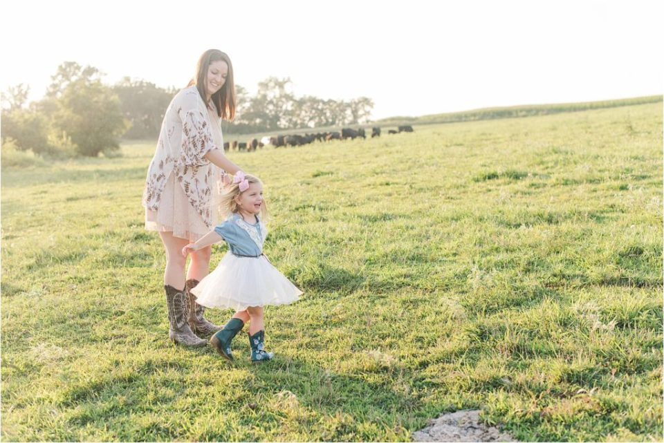 cow farm family session; mother daughter photos
