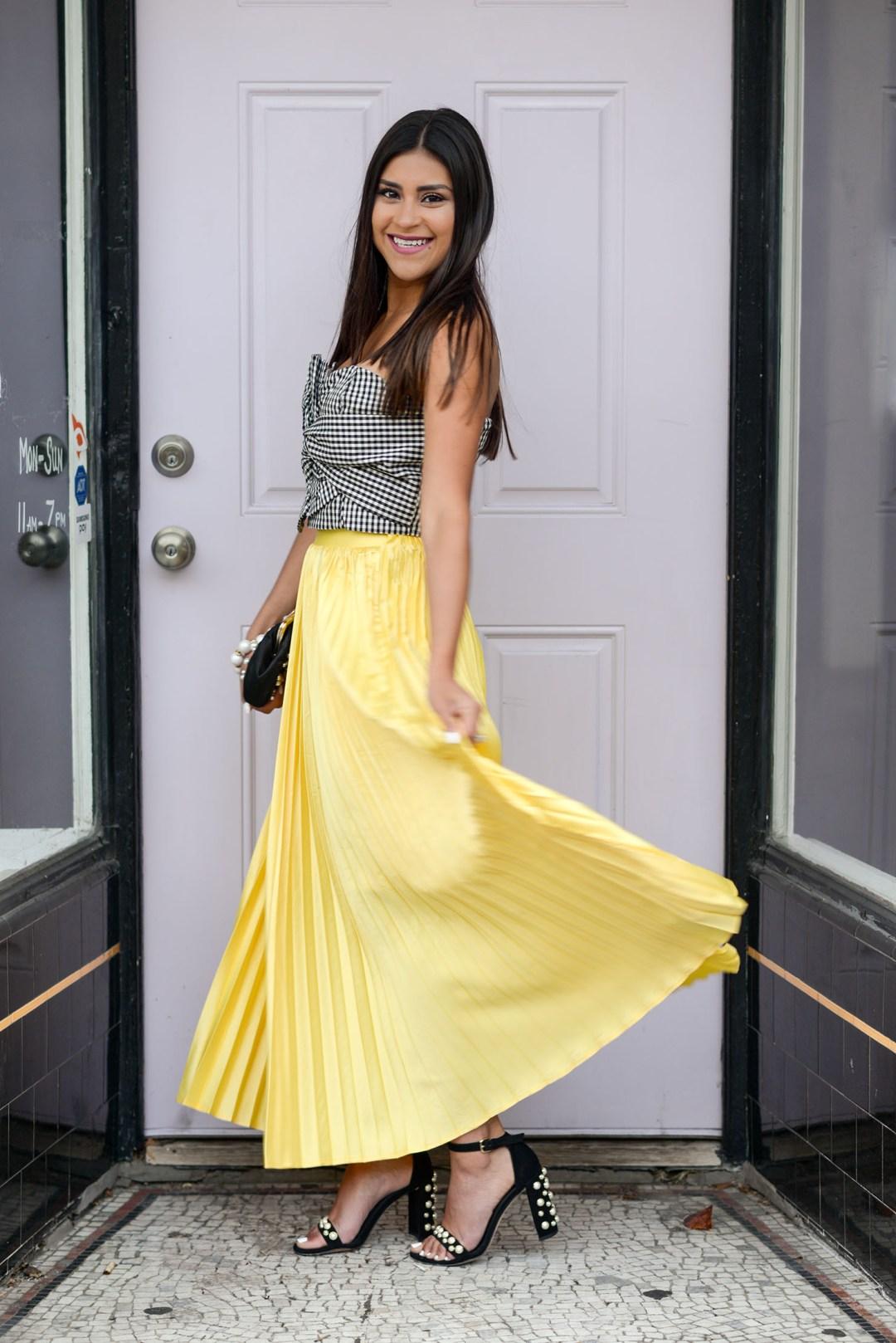 Lifestyle blogger Kelsey Kaplan of Kelsey Kaplan Fashion wearing pearl Stuart Weitzman sandals for Kentucky Derby