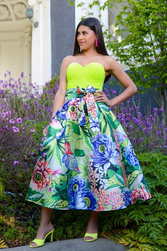 Lifestyle blogger Kelsey Kaplan of Kelsey Kaplan Fashion wearing beaded corset and neon Steve Madden slides.
