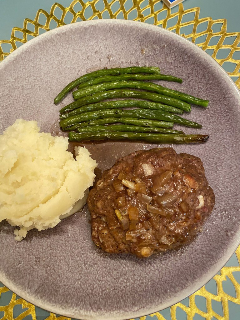 Lifestyle blogger Kelsey Kaplan of Kelsey Kaplan fashion shares lip smacking good meatloaf recipe!