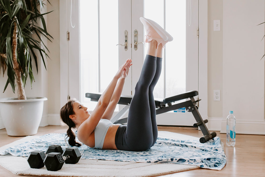 Kelseylynnb brings you a 7 minute ab workout that is quick, efficient, and effective! Theres no excuse to skip this under 10 min ab challenge that can be done at home or at the gym.