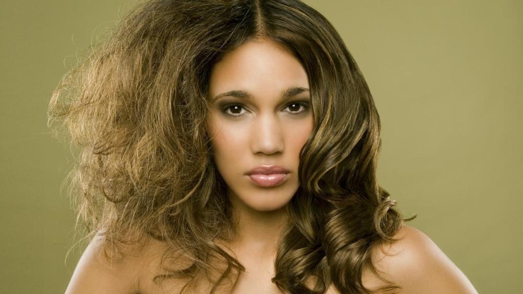 How to treat frizzy hair 1