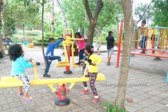 anak bermain di musim pancaroba