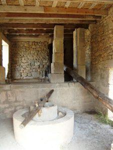 Alat pemeras zaitun kuno