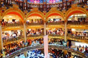 Pusat belanja barang bermerek Paris