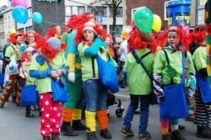 Pesta kostum anak