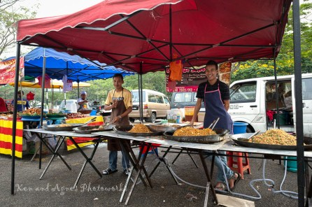 A Friendly Fried Noodles Stall Selling A Variety Of Fried Noodles