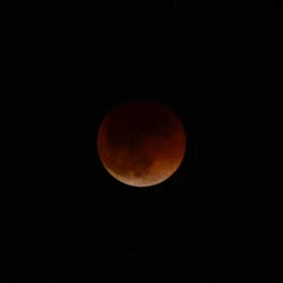 23:00200mmの限界#皆既月食 #nikon