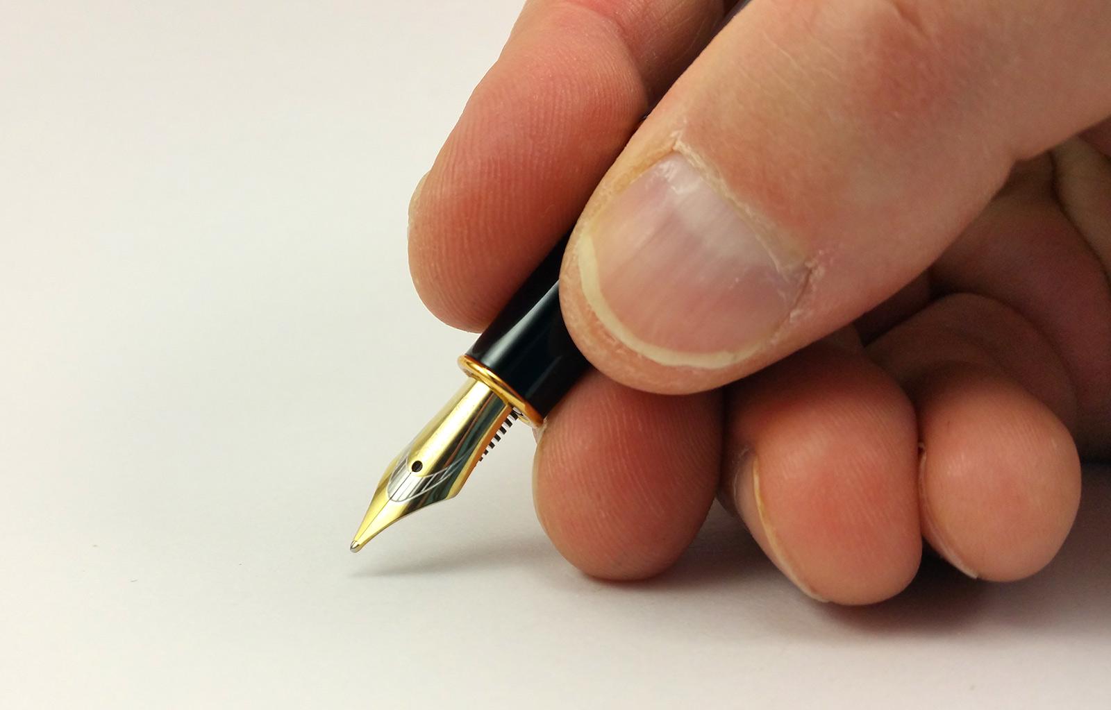 Baoer 388 Fountain Pen In the Hand