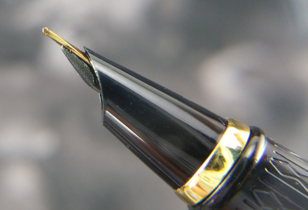 Side view of the Lanbitou 280 Fountain Pen hooded nib