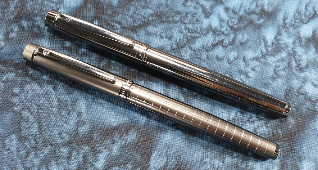 Pen Comparison: The Wing Sung 3203 (bottom) and the Yiren 856 (top); notice the difference between the matte vs. shiny body material and the depth/refinement of the grid patterns
