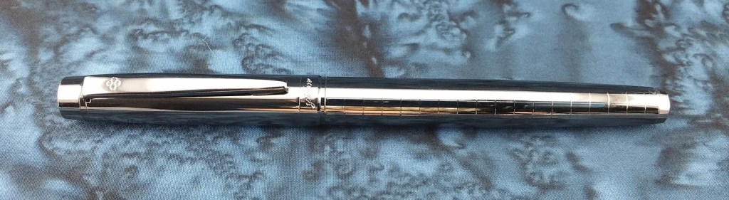 Yiren 856 Fountain Pen, Capped and laying down with the clip facing upward