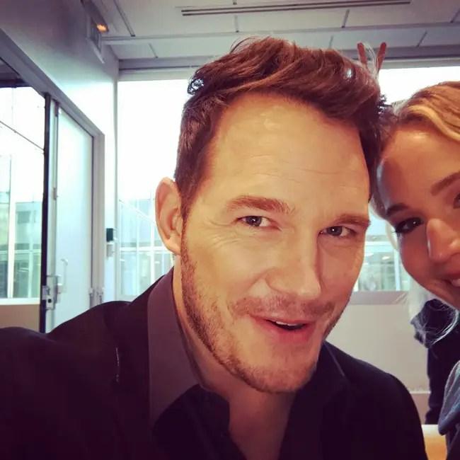 Tình tứ trong Passengers, nhưng Chris Pratt - Jennifer Lawrence ngoài đời lại troll nhau thật bá đạo! - Ảnh 2.