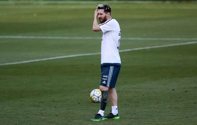 Messi xóa hết hình xăm cũ ở chân, thay bằng hình mới cực độc - Ảnh 3.